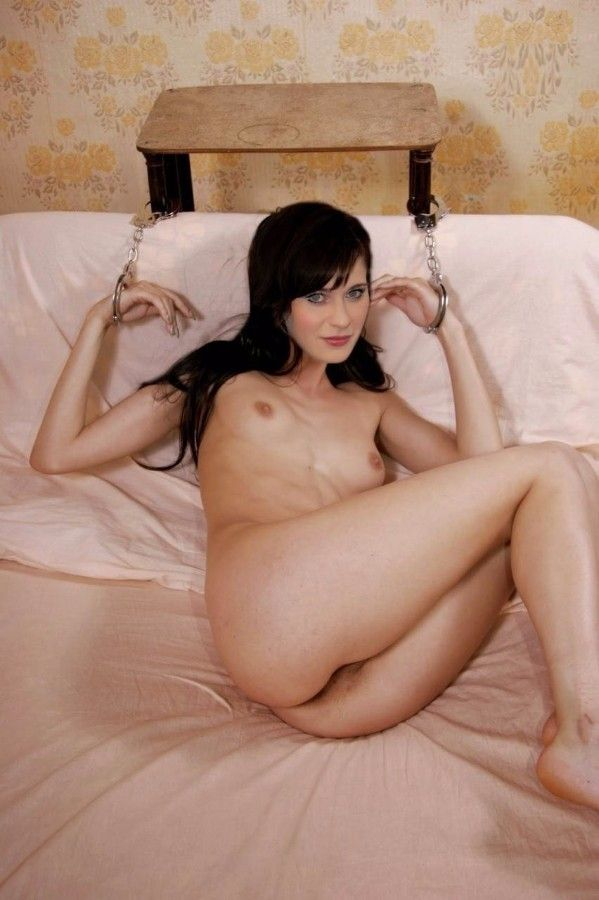 Zooey Deschanel Nude On Bed Possing Her Ass Boobs Nude Pics