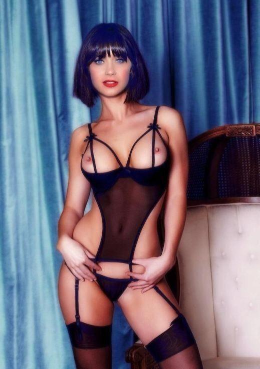 Zooey Deschanel Nude Pics
