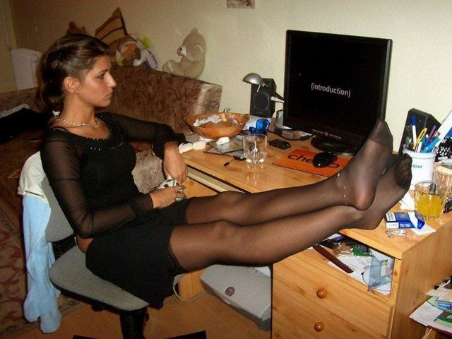 Amateur pantyhose picture post — 10