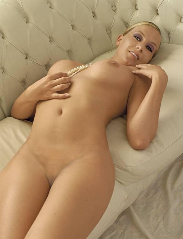 Charlotte Krause  nackt