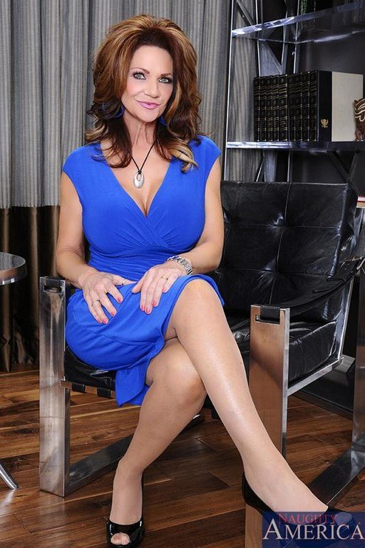 Deauxma Seduced By A Cougar