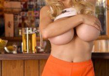 Jordan Carver Hooters Waitress