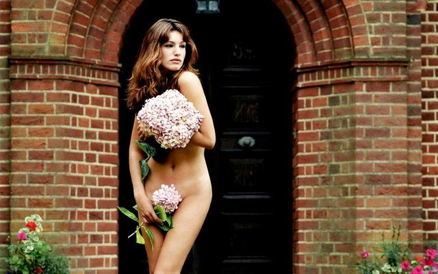 Kelly Brook Naked Hiding In Flowers