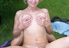 Outdoor Mature Lady Fucked Her Hairy Cunt
