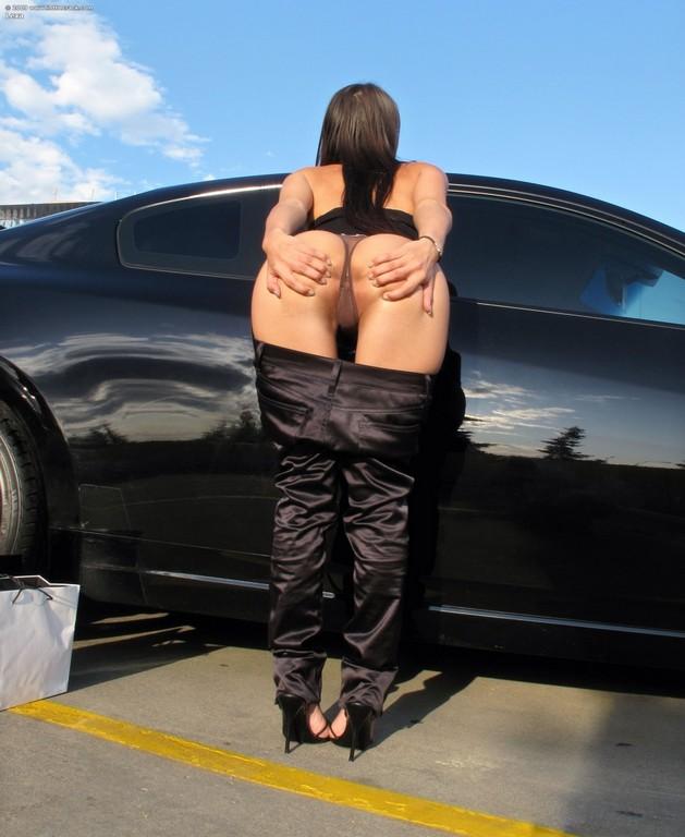 She Spreads Legs In Car