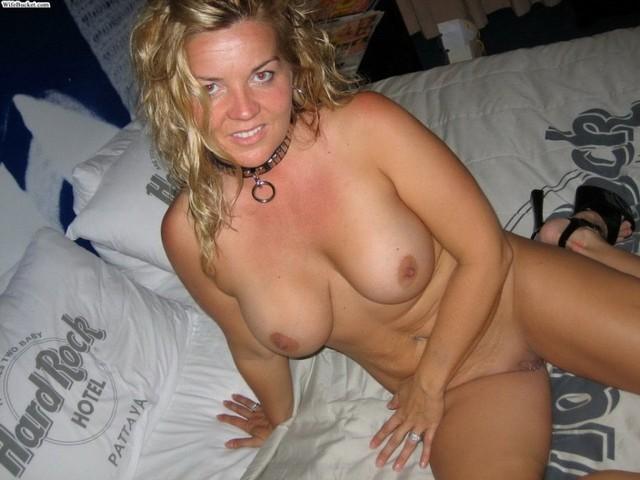 Amateur Hot Tub Threesome