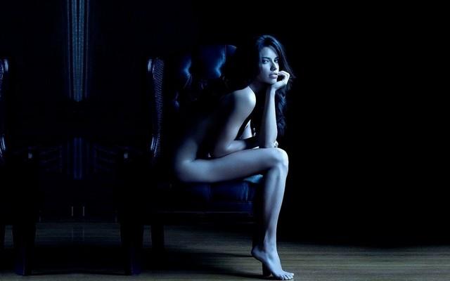 Adriana Lima Naked Dark Room