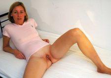 Amateur Nude Milf Legs Spread