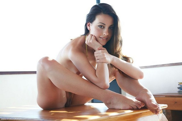 Beautiful Nude Glamour Babe