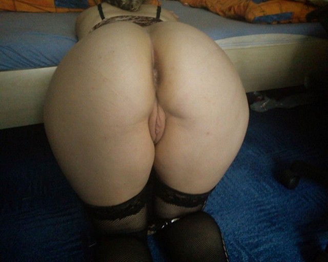 Big Booty Mature Women Bent Over