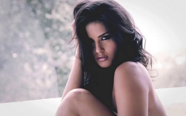 Brunette Sunny Leone Girl Brunette Lips Naked
